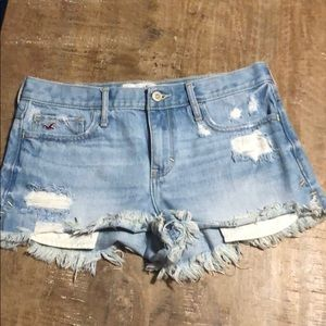 💥NWOT💥 Hollister Distressed Jean Shorts. Size 5